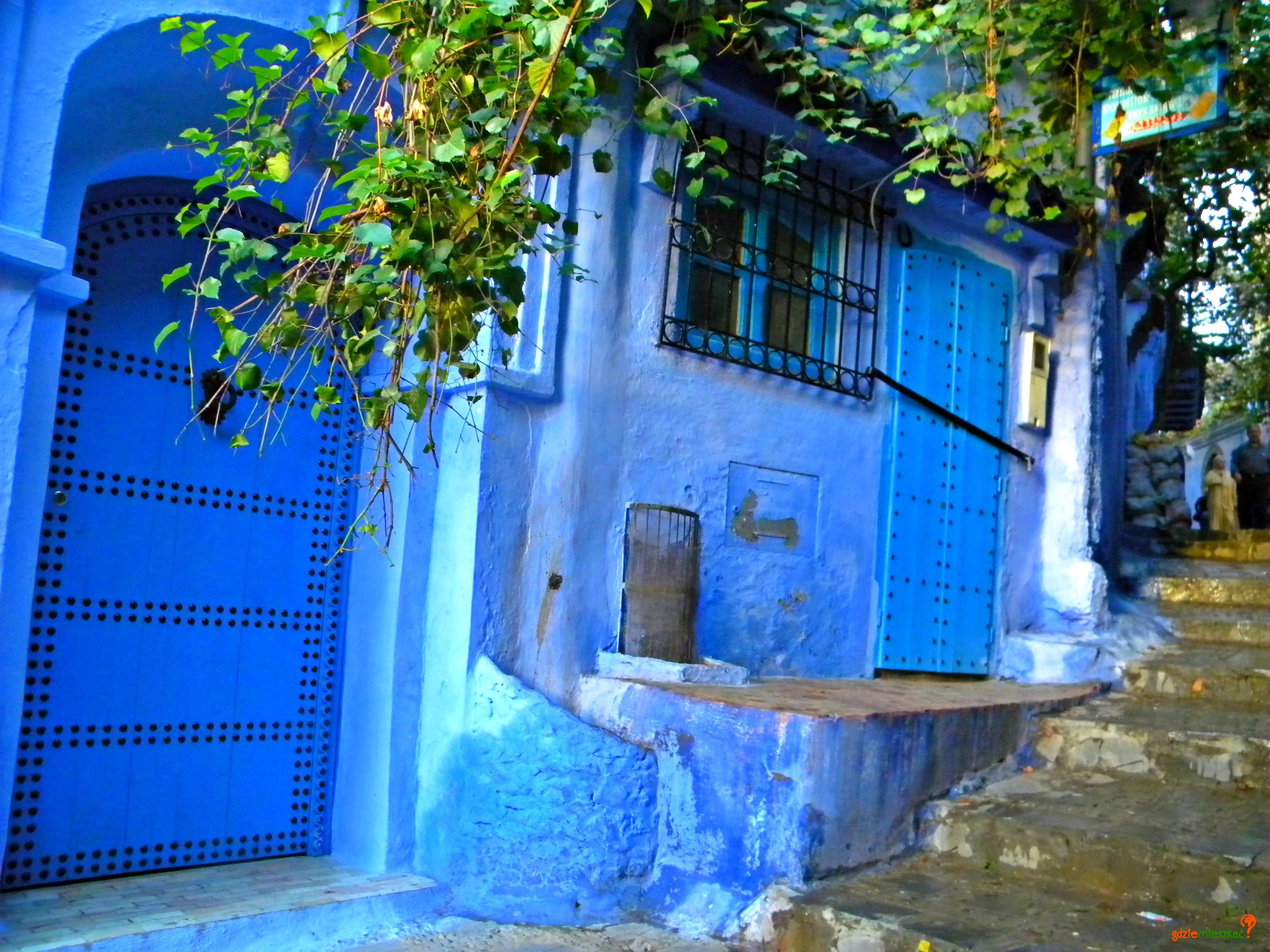 W Szafszawanie niebieskie są zarówno ściany jak i drzwi