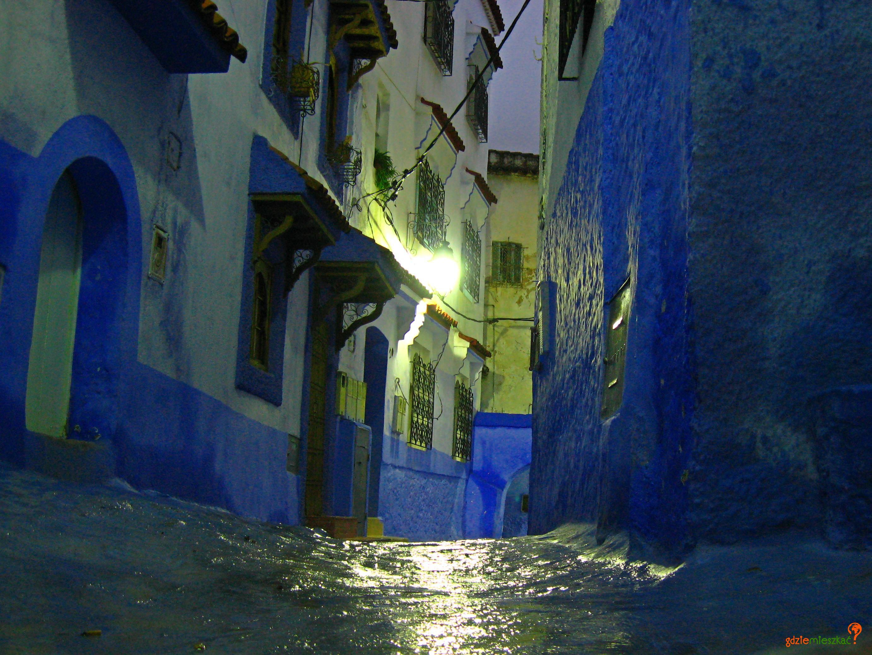 Pogoda w górskim Szafszawanie często jest deszczowa. Deszcz dodaje blasku malowanym uliczkom